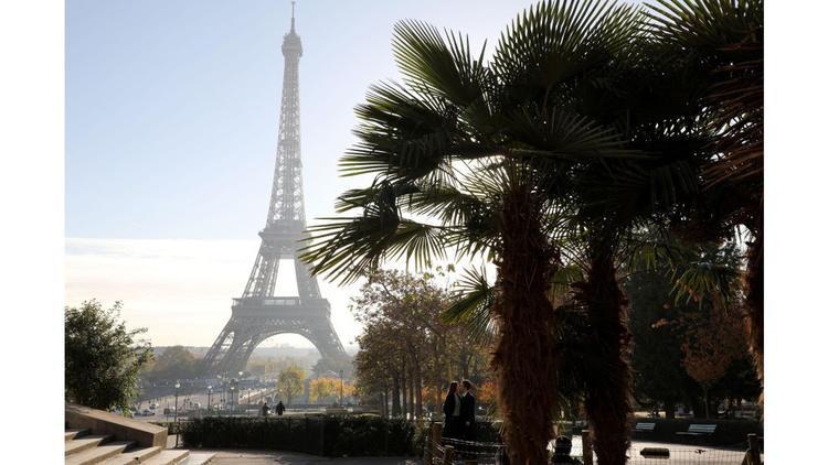 Paris: Tháp Eiffel đã thu hút du khách từ khi mở cửa vào năm 1889.