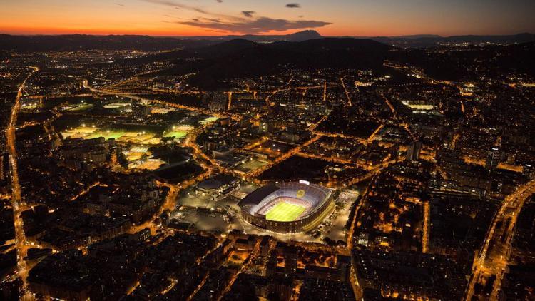 Barcelona, Tây Ban Nha: Camp Nou, sân bóng của Barcelona từ năm 1957, được thắp sáng cho 1 trận bóng đá giữa CLB Barcelona và SD Eibar vào tháng 9.