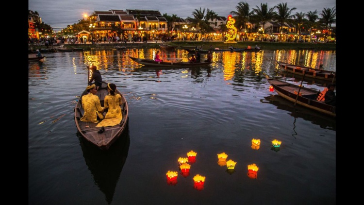 Hội An, Quảng Nam, Việt Nam: Một cảng thương mại giữa thế kỷ 15 đến thế kỷ 19, Hội An tự hào về sự kết hợp chiết trung giữa các kiến trúc lịch sử đông và tây. Khu phố cổ là một di sản thế giới được UNESCO công nhận.