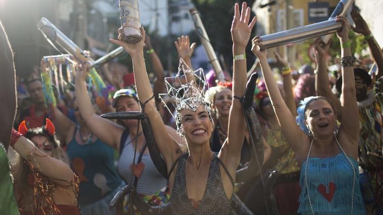 Rio de Janeiro, Brazil: Lễ hội Carnival hàng năm được tiến hành tại Rio de Janeiro vào tháng 2.
