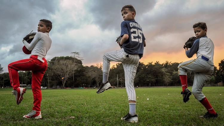Havana: Những đứa trẻ Cuba khởi động trong một buổi tập bóng chày ở Havana vào tháng 2. Bóng chày là một trong những môn thể thao phổ biến nhất của đất nước này.