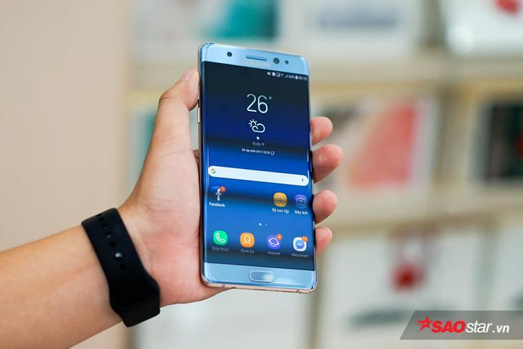 Nhìn chung Note FE sẽ là chiếc smartphone dung hòa được cả cái mới và điểm cũ trên điện thoại Samsung: mới về trải nghiệm - cũ ở thiết kế.