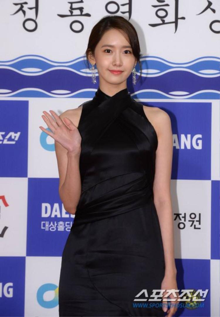 Yoona xinh đẹp thu hút ống kính phóng viên