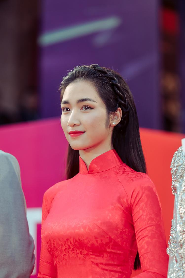 Hoà Minzy cho biết cô khá tự hào mỗi khi dự những sự kiện quốc tế được mặc chiếc áo dài truyền thống Việt Nam.