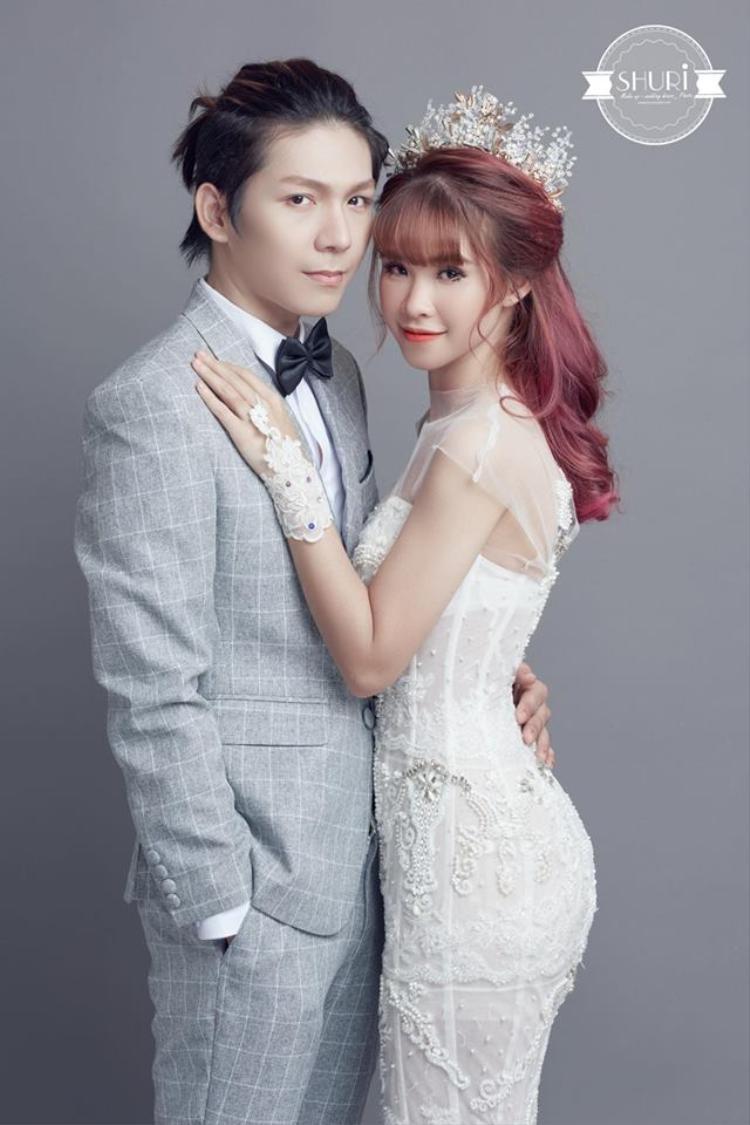 Mới đây, bộ ảnh cưới của Khởi My và Kelvin Khánh được người hâm mộ chia sẻ trên trang cá nhân.