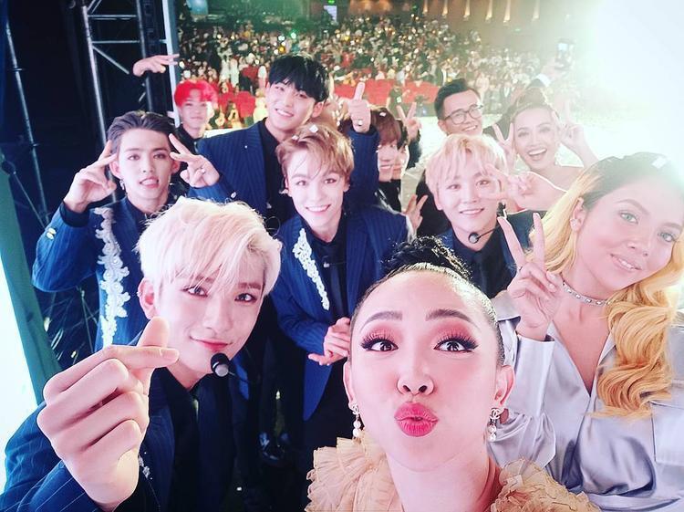 MAMA chuyện hậu trường: Seventeen selfie thân thiện, Wanna One từ chối đứng trước khi Tóc Tiên mời