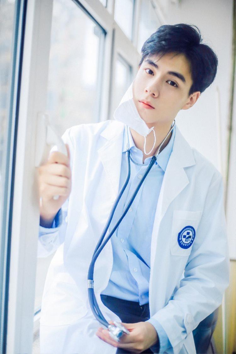Trên đời còn có bác sĩ đẹp trai đến nhường này sao!?