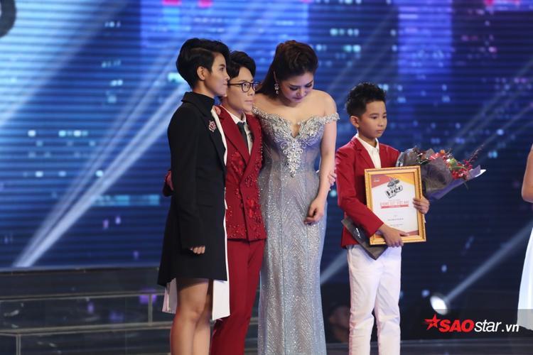 Vũ Cát Tường, Hương Tràm, Tiên Cookie không khỏi xúc động khi nhìn các học trò của mình trường thành và đạt được những thành công nhất định.