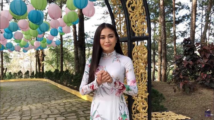Mâu Thủy không quên kêu gọi các fan bình chọn cho Nguyễn Loan.
