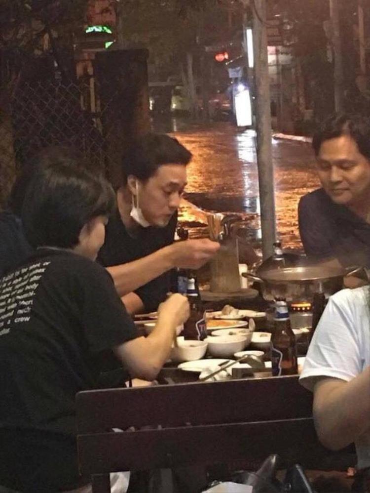 Hình ảnh So Ji Sub uống bia, ăn lẩu gây xôn xao cộng đồng mạng đêm qua.