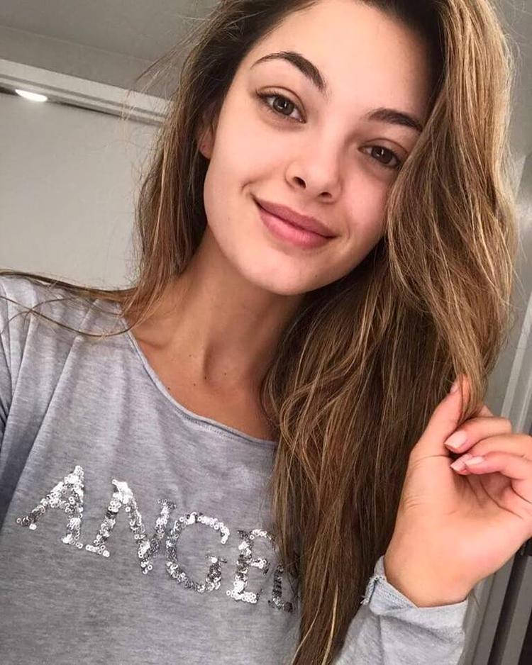 Trong những bức ảnh đời thường, người đẹp Nam Phi trông cũng rất xinh đẹp.