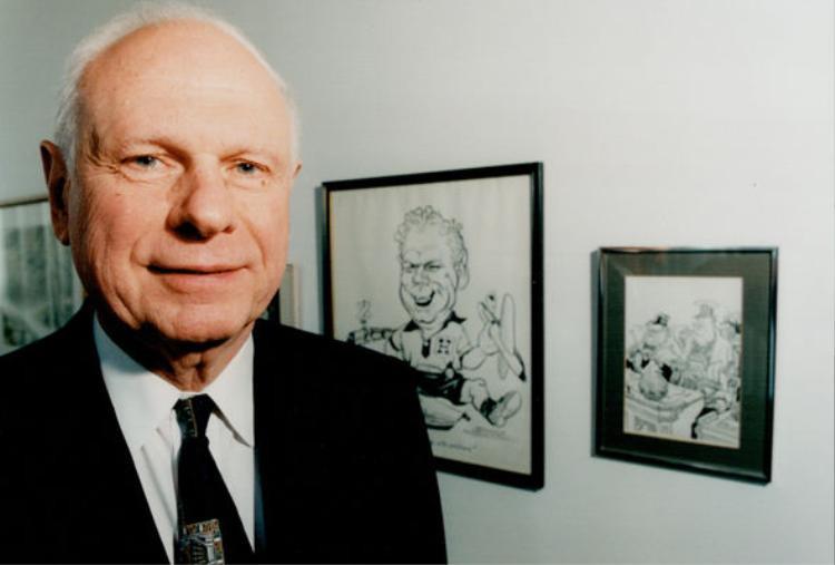 Cựu Bộ trưởng Quốc phòng CanadaPaul Hellyer.