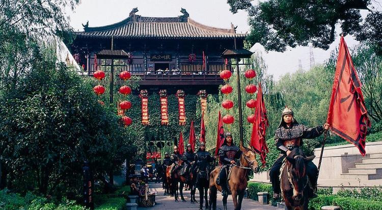 Danh thắng Songcheng mang phong cách nhà Tống, thu hút 7 triệu lượt du khách mỗi năm. Phí tham quan khoảng 1,050,000/người (đã bao gồm vé xem biễu diễn).