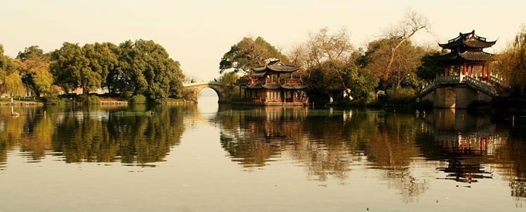 Đây được ví là nơi hội tụ của văn hóa và lịch sử, cũng là nơi chứng giám cho tình yêu đậm sâu của Hứa Tiên và Bạch nương tử Bạch Xà.