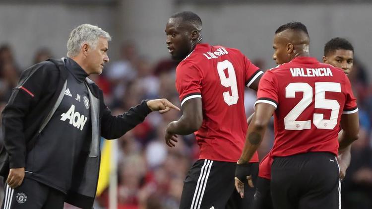 Sử dụng Lukaku  sự hèn nhát của HLV Mourinho