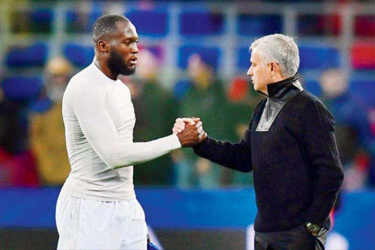 Mourinho luôn tin tưởng tuyệt đối vào Lukaku.