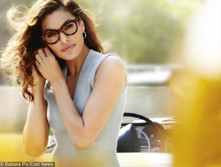 Đàn ông cho rằng phái đẹp đeo kính sẽ mang đến cảm giác quyến rũ, thanh lịch.