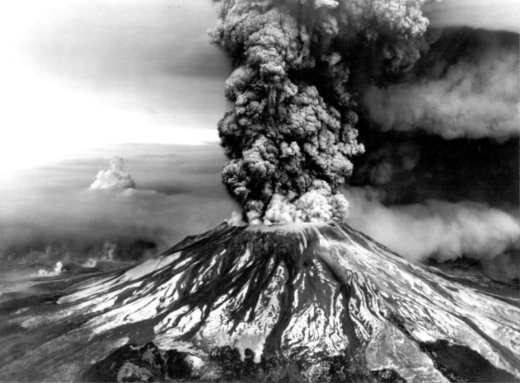 Núi Pelée phun trào năm 1902 cướp đi 30.000 sinh mạng.