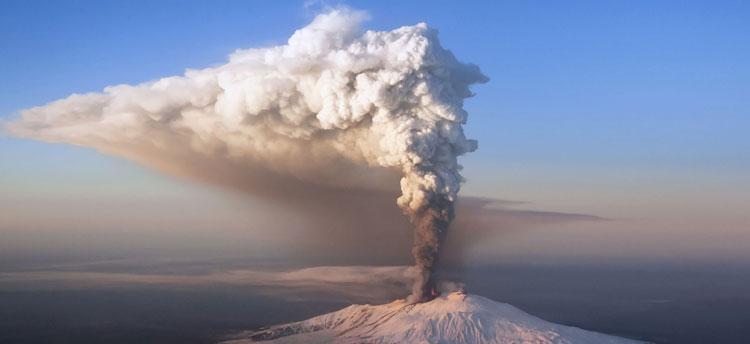 Vụ phun trào núi lửa núiRuiz ở Colombia năm 1985 khiến 23.000 người thiệt mạng.