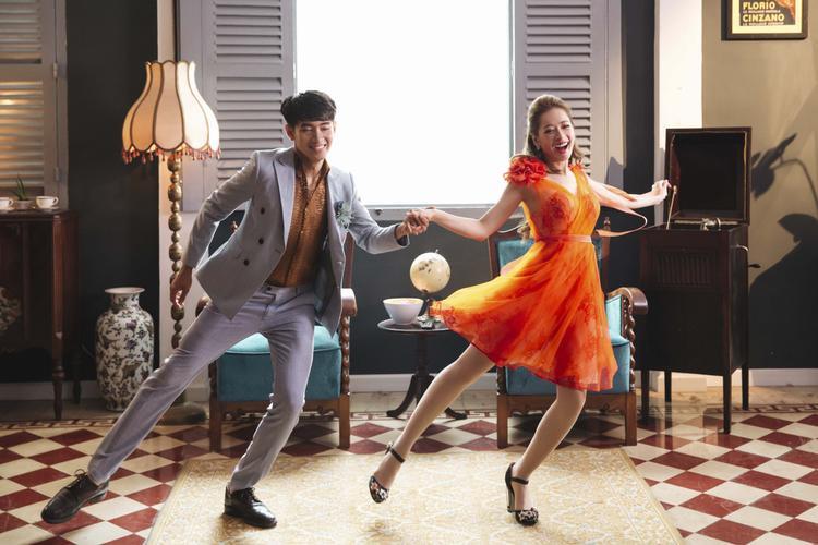 Bên cạnh những vũ đạo được Quang Đăng dựng khá đáng yêu, thể hiện một tình yêu ngọt ngào, dễ thương của đôi trẻ.