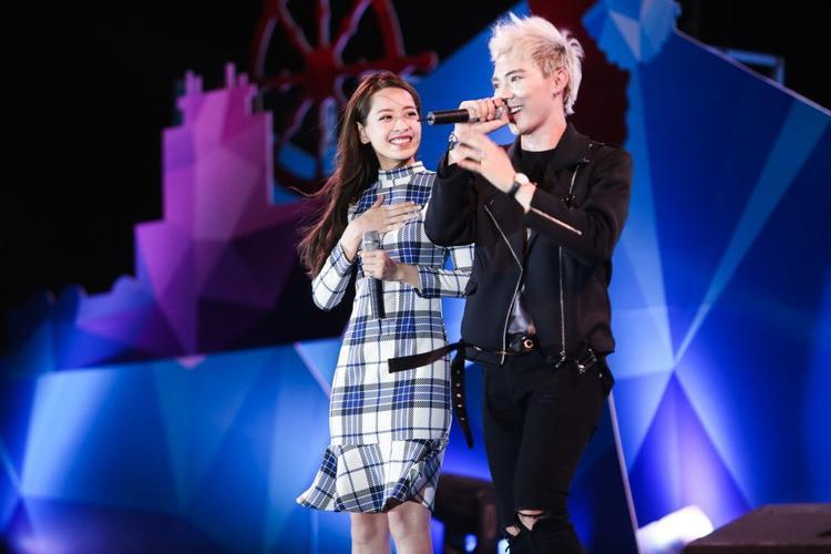 Cả 2 còn từng song ca trên sân khấu âm nhạc. Mới đây nhất là hội ngộ tại lễ trao giải MAMA và đảm nhiệm những vai trò khác nhau.