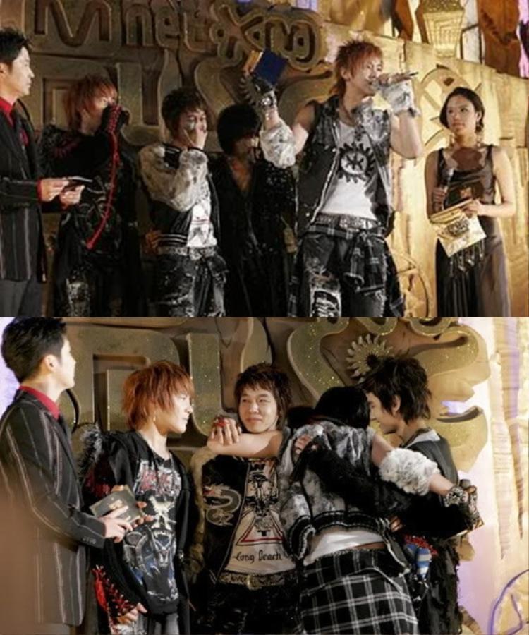 TVXQ là nhóm duy nhất nhận giải sau màn kết hợp của 3 nhóm nhạc nhà SM.