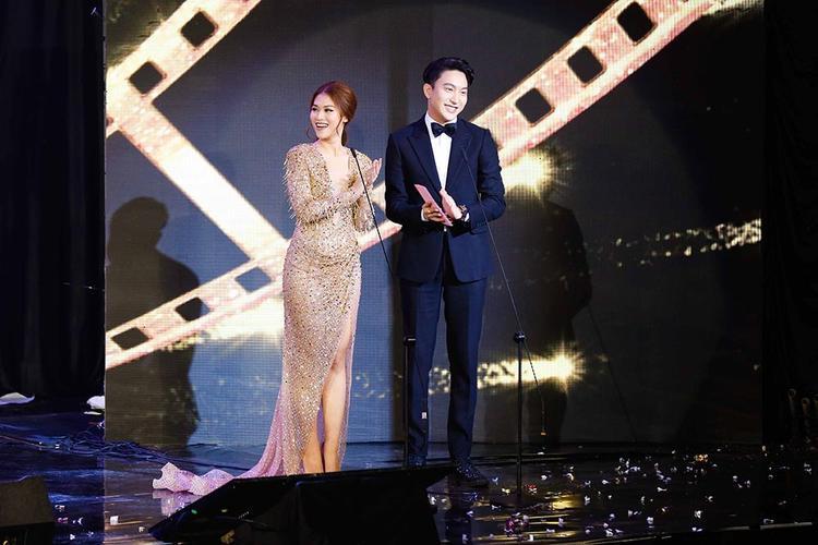 Ngọc Thanh Tâm và B Trần là người công bố giải thưởng quan trọng nhất buổi lễ.