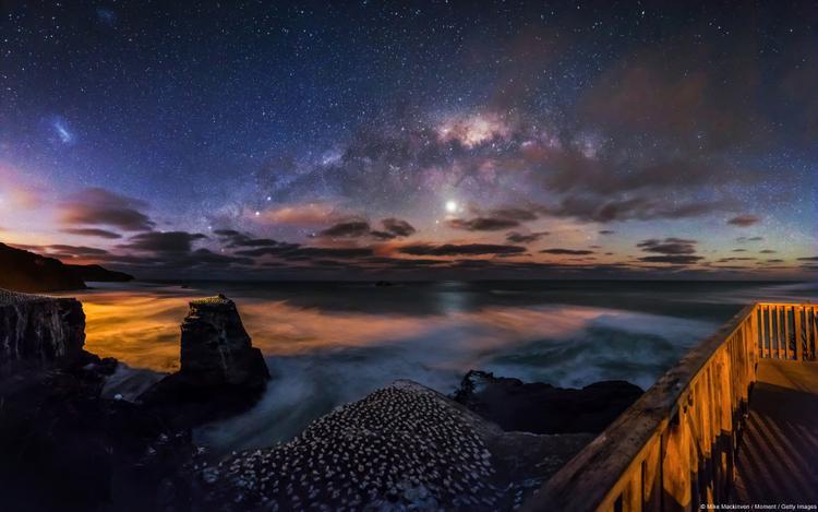 Bầu trời đêm trên Muriwai, Auckland (New Zealand) là tác phẩm rất tâm đắc của mẹ thiên nhiên.