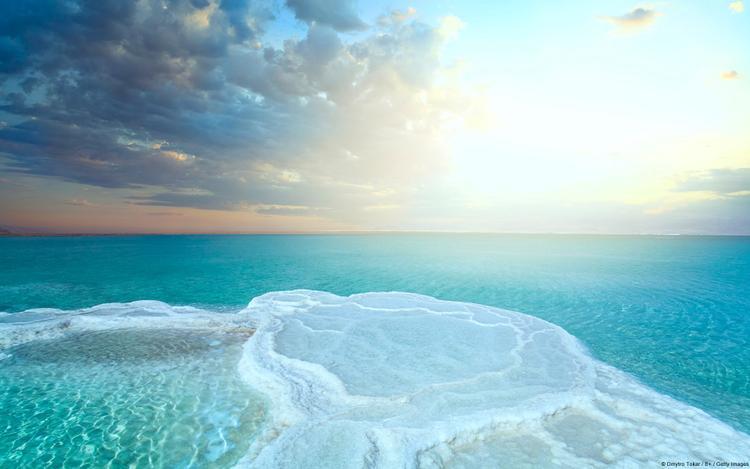 Buổi sáng tại cánh đồng muối thuộc vùng biển Chết đẹp mơ màng, chẳng khác nào chốn tiên cảnh không nhiễm bụi trần.
