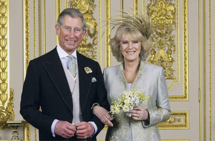 Năm 2005, Thái tử Charles tổ chức đám cưới lần hai với bà Camilla.