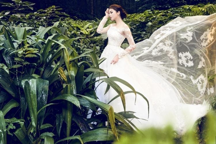 Kỳ Duyên cũng từng diện váy cưới và tung ra bộ ảnh khiến người hâm mộ không khỏi trầm trồ.