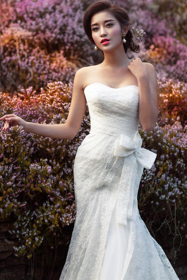 """""""Chơi lớn"""" hơn các đàn chị, Huyền My từng có bộ ảnh váy cưới ở nước ngoài."""