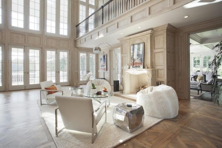 Thiết kế chủ đạo là màu trắng được trang trí khá sang trọng và hiện đại.
