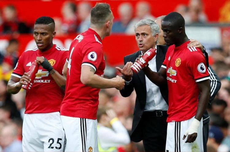 Mourinho thường xuyên không có được hàng hậu vệ ưng ý ở mùa này.