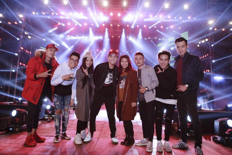 Chương trình có khách mờilà các giọng ca khu vực miền Bắc trong team của nam ca sĩ ở cuộc thi The Voice vừa qua.