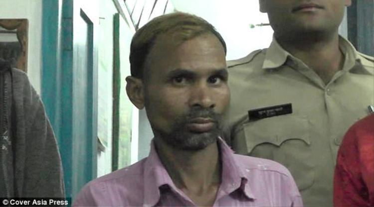 ÔngRam Gopal Patel nhẫn tâm giết hại con trai mình vì nghe lời bác sĩ phù thủy.