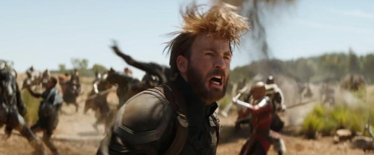 Captain America chiến đấu với quái vật ngoài hành tinh