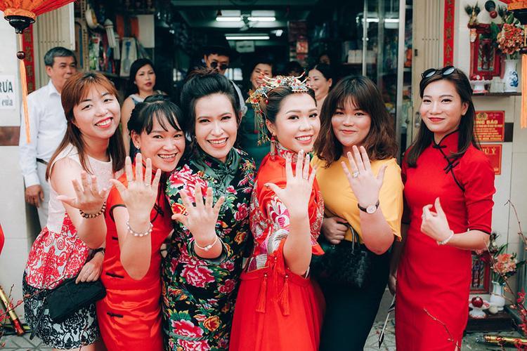 Cô dâu trong trang phục Thượng Hải gây sốt mạng xã hội.