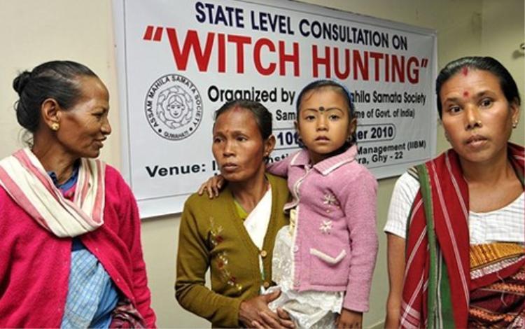"""Các nạn nhân của nạn """"săn phù thủy"""" ở Ấn Độ hồi năm 2010."""