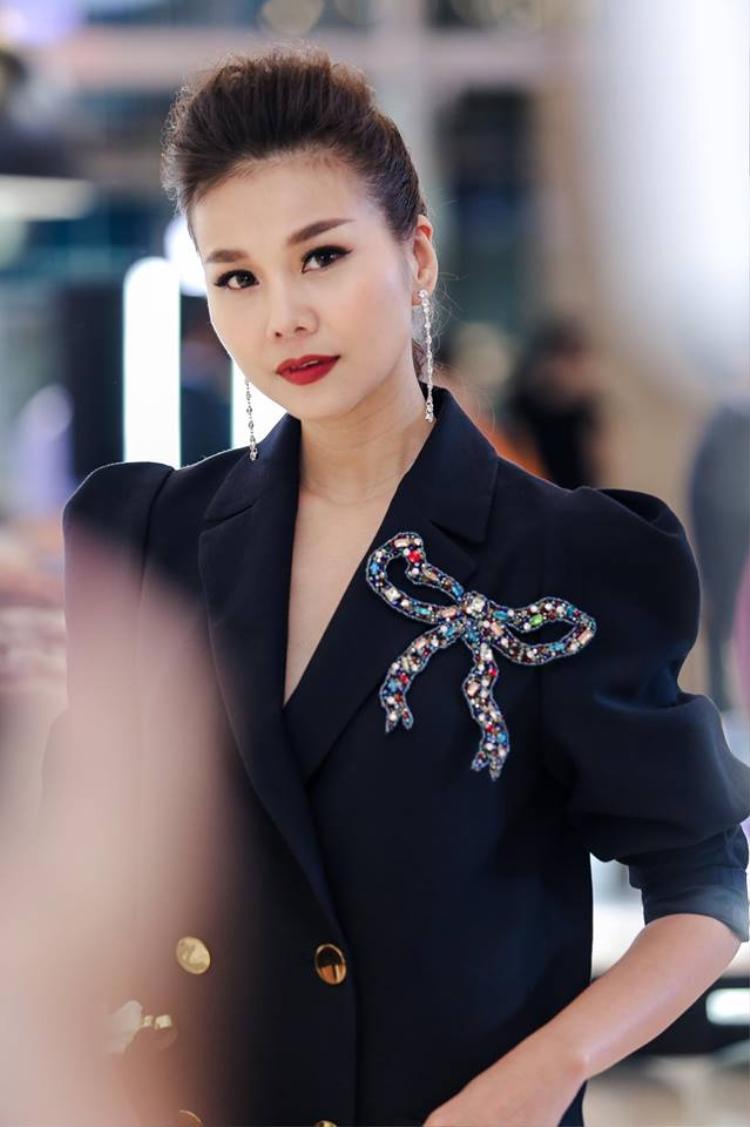 Chính thần thái tự tin cũng giúp cho vẻ ngoài của cựu giám khảo Vietnam's Next Top Model sang lên rất nhiều.