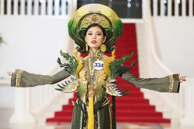 HOT: Rò rỉ ảnh Chúng Huyền Thanh mệt mỏi trong bệnh viện, xác nhận bỏ thi Hoa hậu Hoàn vũ Việt Nam 2017