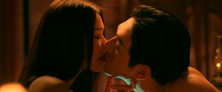 Dù dán nhãn 16+, cảnh nóng phim Mẹ chồng vẫn bị cắt xén so với clip quảng bá trước đó