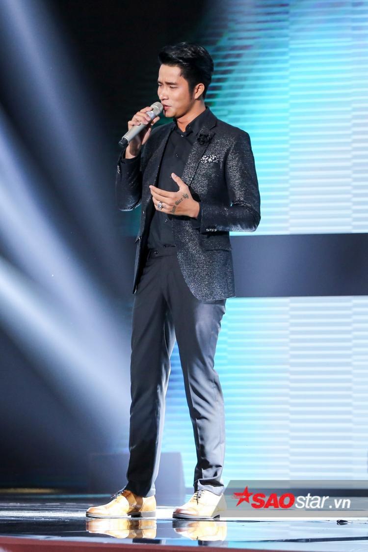 Danh ca Elvis Phương nghẹn ngào nước mắt vì tiếng hát của nam thần Mạnh Đồng