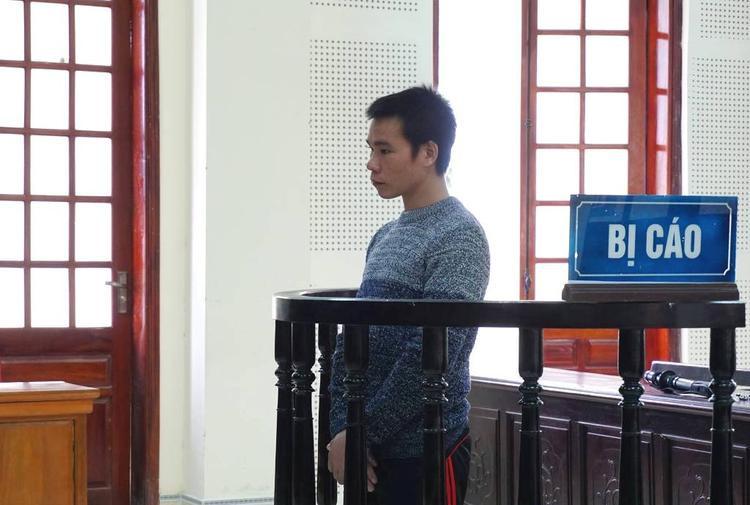 Bị cáo Lữ Văn Hòa trước vành móng ngựa.