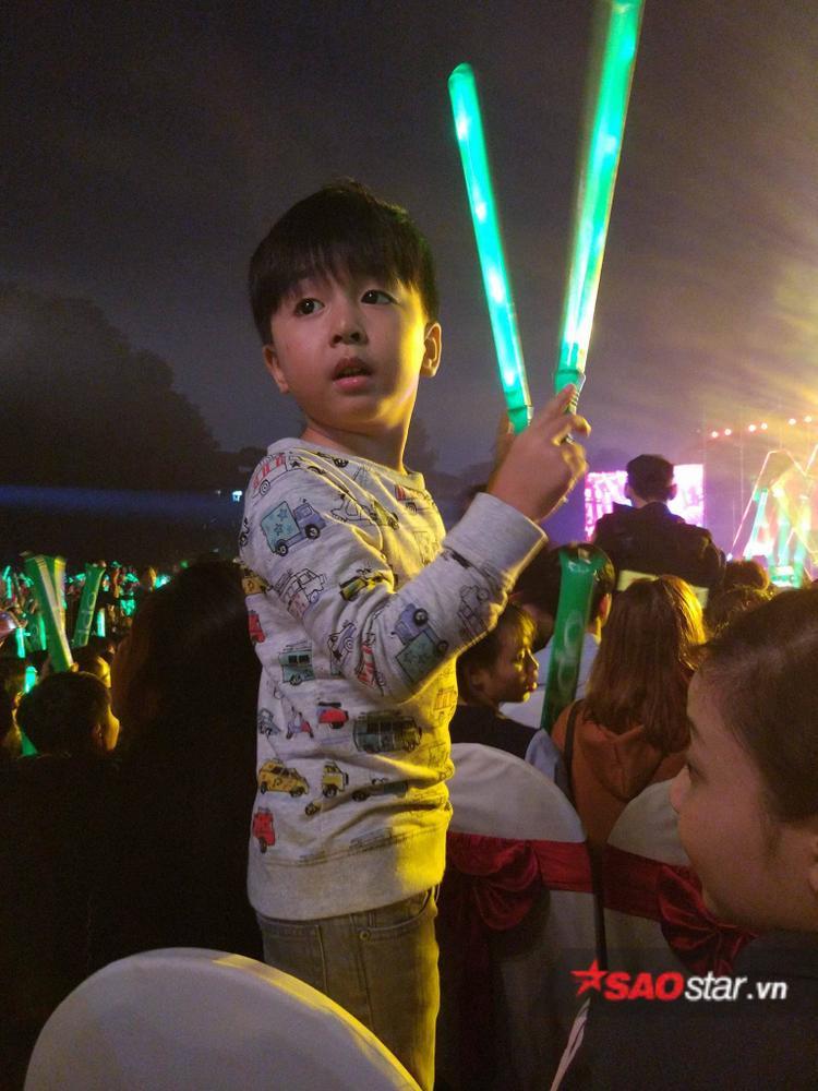 Hẳn Noo Phước Thịnh sẽ rất vui khi có một fan đáng yêu thế này.