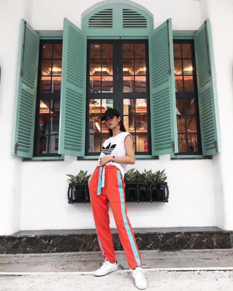 Sở hữu nét đẹp nhẹ nhàng, thế nhưng Mỹ Duyên lại yêu thích phong cách thời trang street style năng động, phóng khoáng.