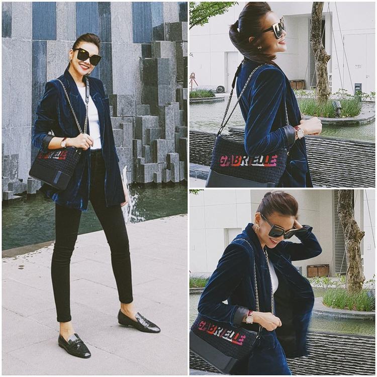 Với chiếc vest nhung, Thanh Hằng chỉ cần kết hợp với skinny đen và slip on là cô nàng đã rất đẹp rồi.