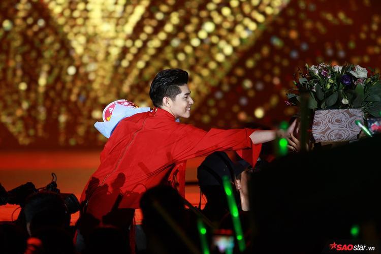Noo Phước Thịnh cover loạt hit Hà Anh Tuấn, Đức Phúc trong liveshow 20.000 fan Hà Nội