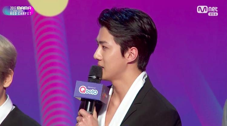MAMA 2017 Hồng Kông: Host Song Joong Ki xuất hiện cực bảnh, dàn trai đẹp đình đám EXO, Wanna One, BTS đổ bộ thảm đỏ