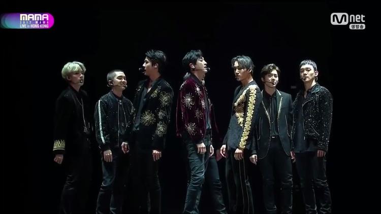 4 sân khấu liên tiếp đã chứng tỏ đẳng cấp không thể chối cãi của EXO.